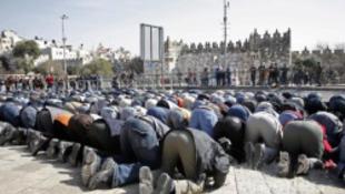 Palesztinok özönlötték el Jeruzsálem óvárosát