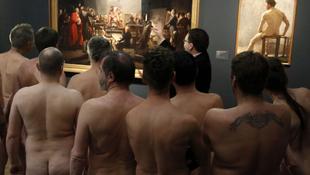 Meztelen művészetkedvelők lepték el a múzeumot