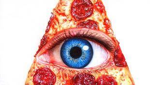 Emberszem nézett vissza a pizzából