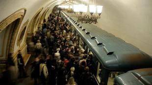 Kölcsönözz könyvet a metróban!