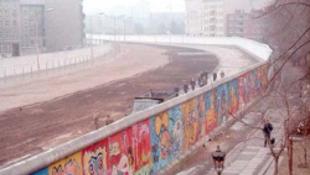 Magyar fotós állít ki a berlini falról Bukarestben