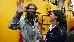 295 napot töltött a tengeren, de megmenekült