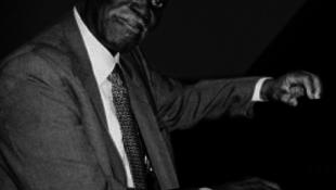 Elhunyt Hank Jones