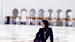 Kizavarták Rihannát a mecsetből