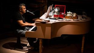 Család, a zongoránál