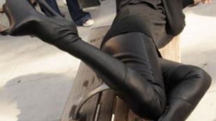 A sztármodell szado-mazo csizmában vonult végig az utcán