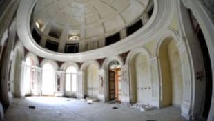 Könyvtár a kastélyban