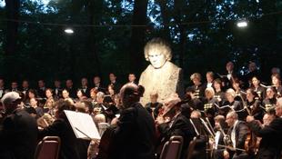Beethoven a kastélyparkban