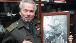 Elhunyt Mihail Kalasnyikov