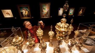 Az évszázad árverése: kalapács alatt a divattervező legenda gyűjteménye