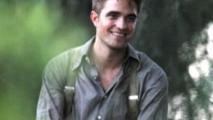 Robert Pattinson beköltözik a könyvek közé