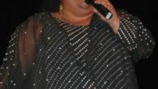 Kilakoltatnák a népszerű roma énekesnőt