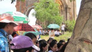 Illegális templomépítés miatt vettek őrizetbe 14 embert