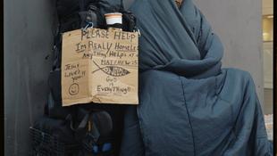 Hajléktalanok a híres lencse előtt
