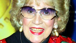 Elhunyt a katonákat szórakoztató énekesnő