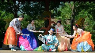 Különleges táncelőadás Koreából