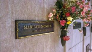 Ki akarja, hogy Marilyn Monroe mellé temessék?