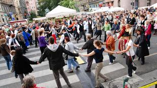 Romák, rockerek és bringások az Andrássy úton