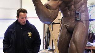 Három méteres szobrot rendelt magáról Schwarzenegger