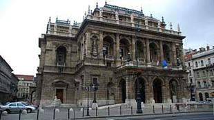 Sosem látott generálozás az Operában