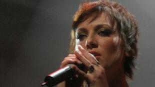 Durván megalázták az énekesnőt