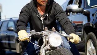 Motorbalesetet szenvedett Brad Pitt
