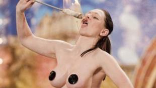 Pornóban szerepelt a topless tűznyelő - fotó!