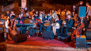 Két esti Hold: kultúrák találkozása a Fonóban