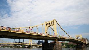 Bekötötték Warhol hídját
