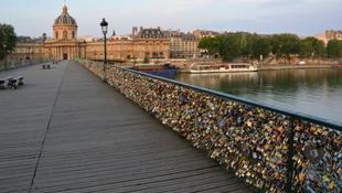 Szerelmesek okozták a párizsi balesetet