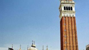 12 tonnás titániumprotézissel mentik meg a Szent Márk téri harangtornyot