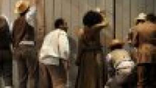 Tom Sawyer a Magyar Színházban festi a kerítést