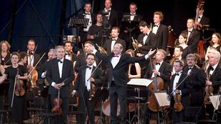 Európaiak ezreit nyűgözte le a magyar zenekar