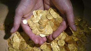 Óriási aranykincsre bukkantak a vízben