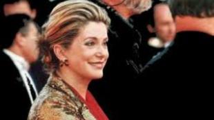 Francia filmcsillagból angol királynő
