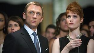 Bond igazából a szőkéket szereti