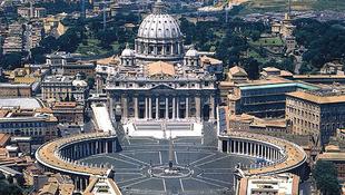 Befejeződött a Szent Péter tér restaurálása