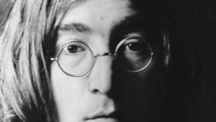 Elárverezték John Lennon szemüvegét