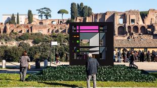 Rejtélyes szobor Róma közepén