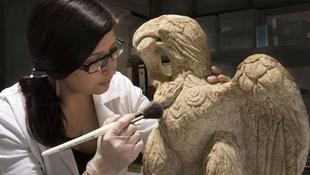 Ritka római kori sasszobrot találtak Londonban
