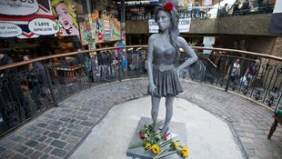Felavatták az Amy Winehouse-szobrot