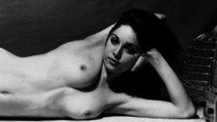 Ezúttal epilált erotikus fotók jelentek meg a sztárról