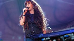 Aprócska énekesnő óriási hanggal