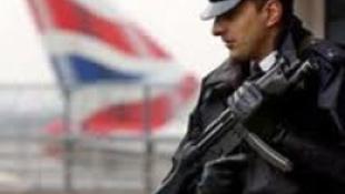 Lopott női rendőrruhában lógott be egy fesztiválra
