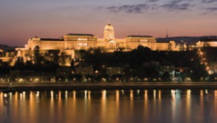 Felgyullad Budapest