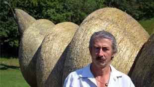 2025 km-t gyalogol le a különc magyar művész