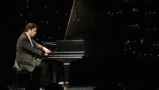 Ifj. Balázs János zongoraművész ad koncertet Brüsszelben