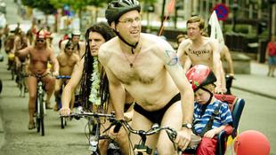 Pucér biciklisek tekertek a városban