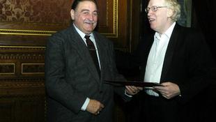 Gyászol az ország: elhunyt a magyar énekes