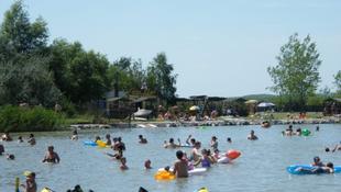 Magyar zene dübörög a tó mellett